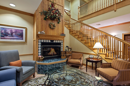 Welcoming lobby with fireplace and cozy furnishings