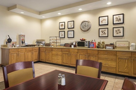 Findlay hotel's dining area with free breakfast