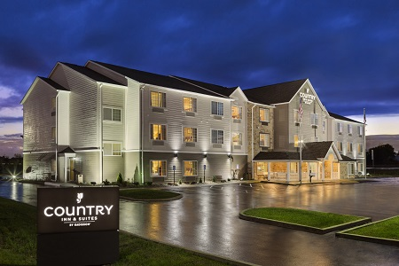 Exterior And Parking Lot Of The Country Inn Suites Marion Oh