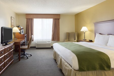 Suite in Norman with king bed and flat-screen TV