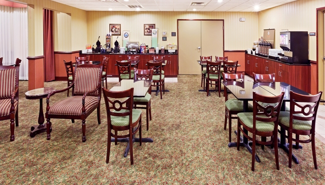 Hotel dining near okc airport country inn suites