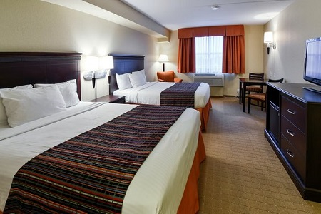 Spacious suite with two queen beds in Niagara Falls