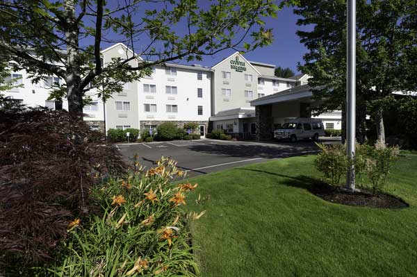 Welcome to the Country Inn & Suites Portland Airport
