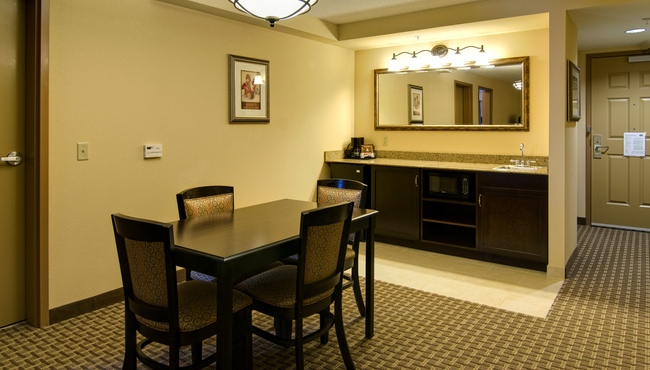 Suite Dining Area