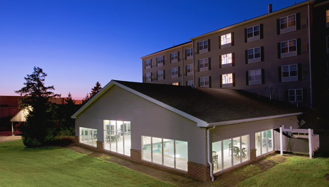 lancaster pa hotels with a pool country inn suites. Black Bedroom Furniture Sets. Home Design Ideas