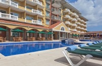 Country Inn & Suites, Panama Canal hotel's outdoor pool