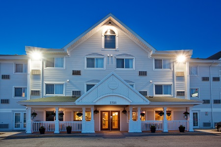 Exterior of the Country Inn & Suites in Regina, SK