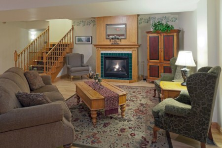 Spacious lobby in Sparta with fireplace and seating