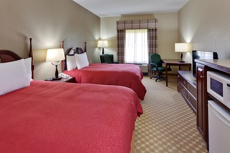 Hotel room near Knoxville airport with double queen beds