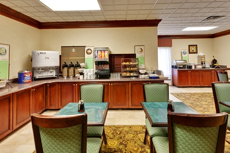 Knoxville airport hotel's breakfast room