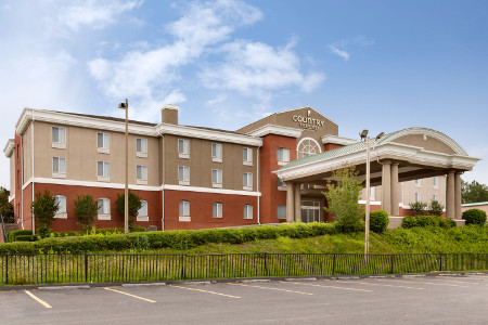 Hotel exterior of the Country Inn & Suites, Commerce, GA