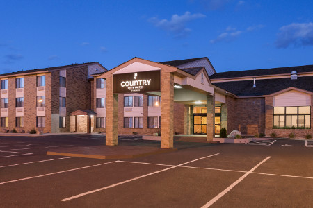 Country Inn & Suites hotel's welcoming entrance in Coon Rapids, MN