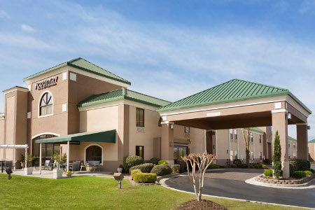 Country Inn & Suites, Fayetteville-Fort Bragg exterior