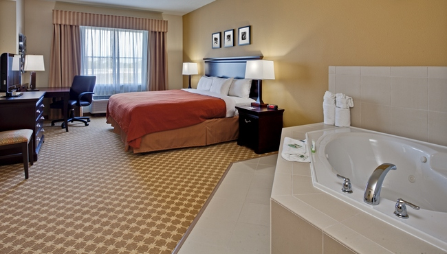 Hotel Room With Whirlpool Tub And King Bed