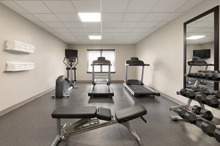Fitness center with two treadmills, an elliptical and a station with free weights