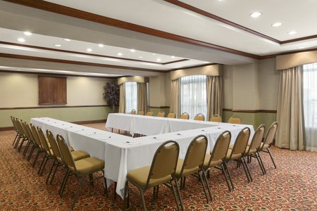Potomac Mills hotel's meeting space with flexible seating