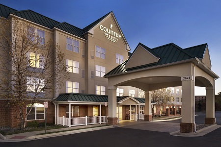 Exterior of Country Inn & Suites in Woodbridge