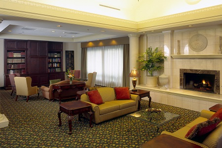 Lobby At Country Inn Suites Bothell Wa With Sofas And A Fireplace