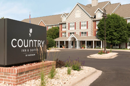 Exterior of the Country Inn & Suites in Monona, WI