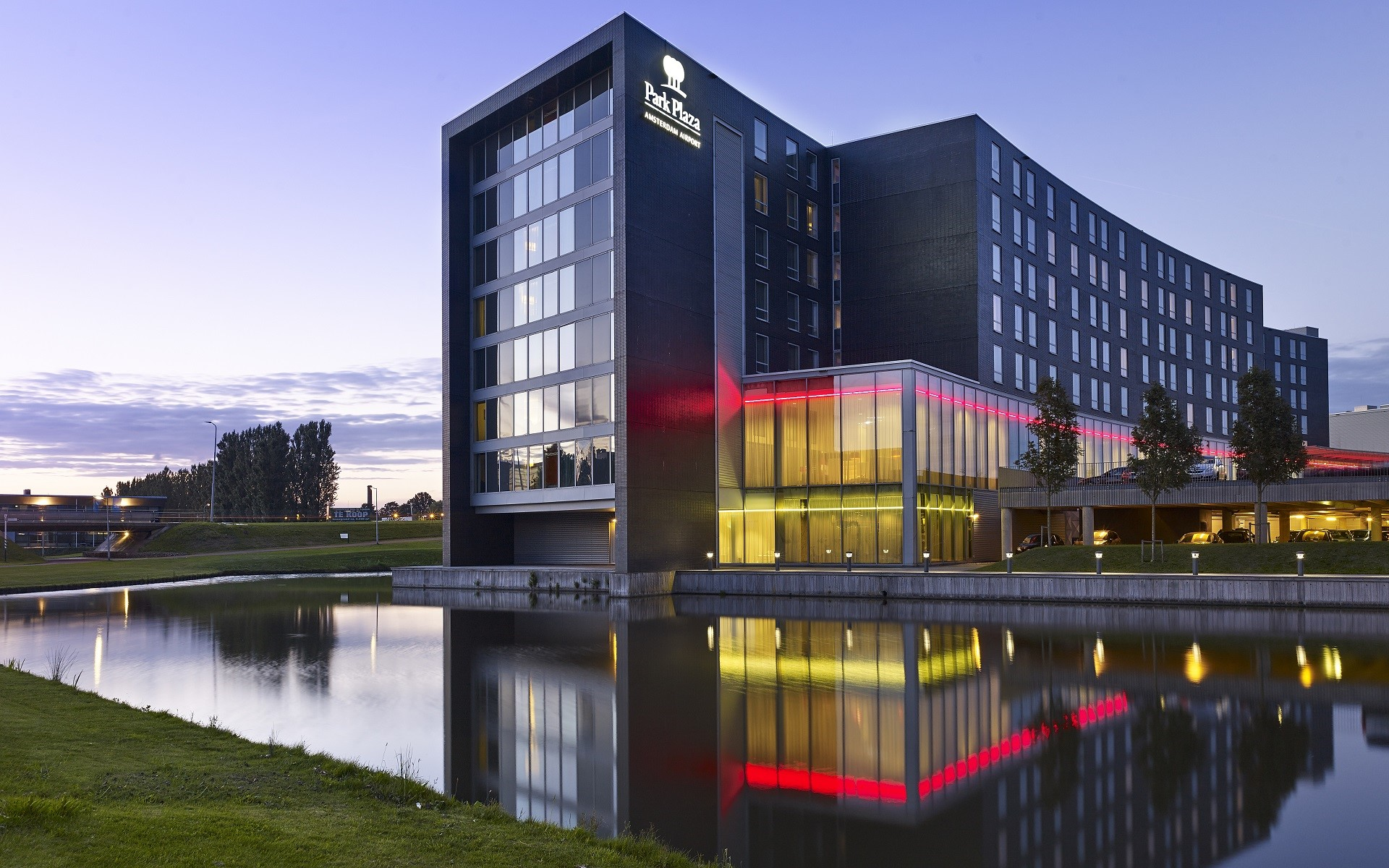 Amsterdam airport hotel park plaza for Appart hotel park and suites