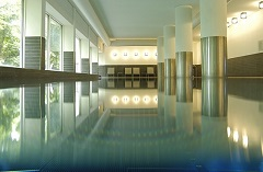 Hotel's pool and spa in Cardiff