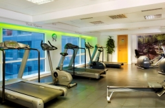 London hotel with fitness equipment, including treadmills