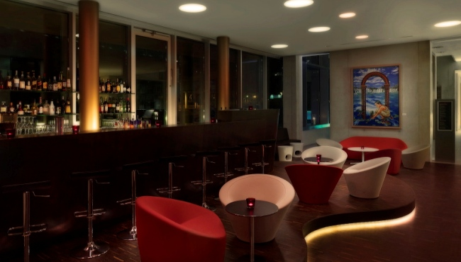 Hotel in Cologne with modern bar