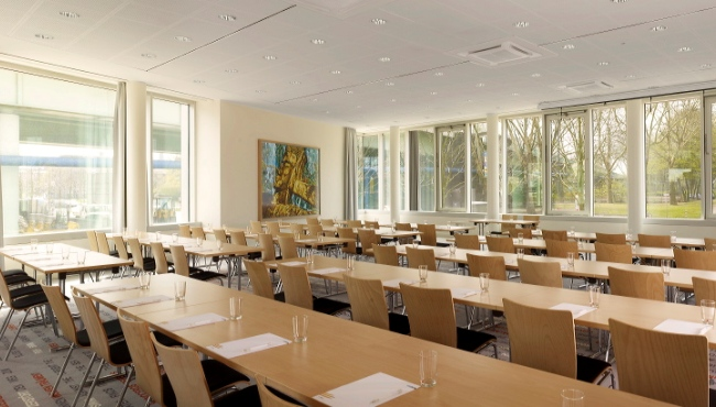Cologne hotel meeting space with floor-to-ceiling windows