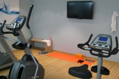 Trier hotel's fitness centre features a stationary bike and TV
