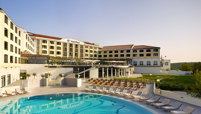 Exterior of beachfront hotel in Pula with outdoor pool