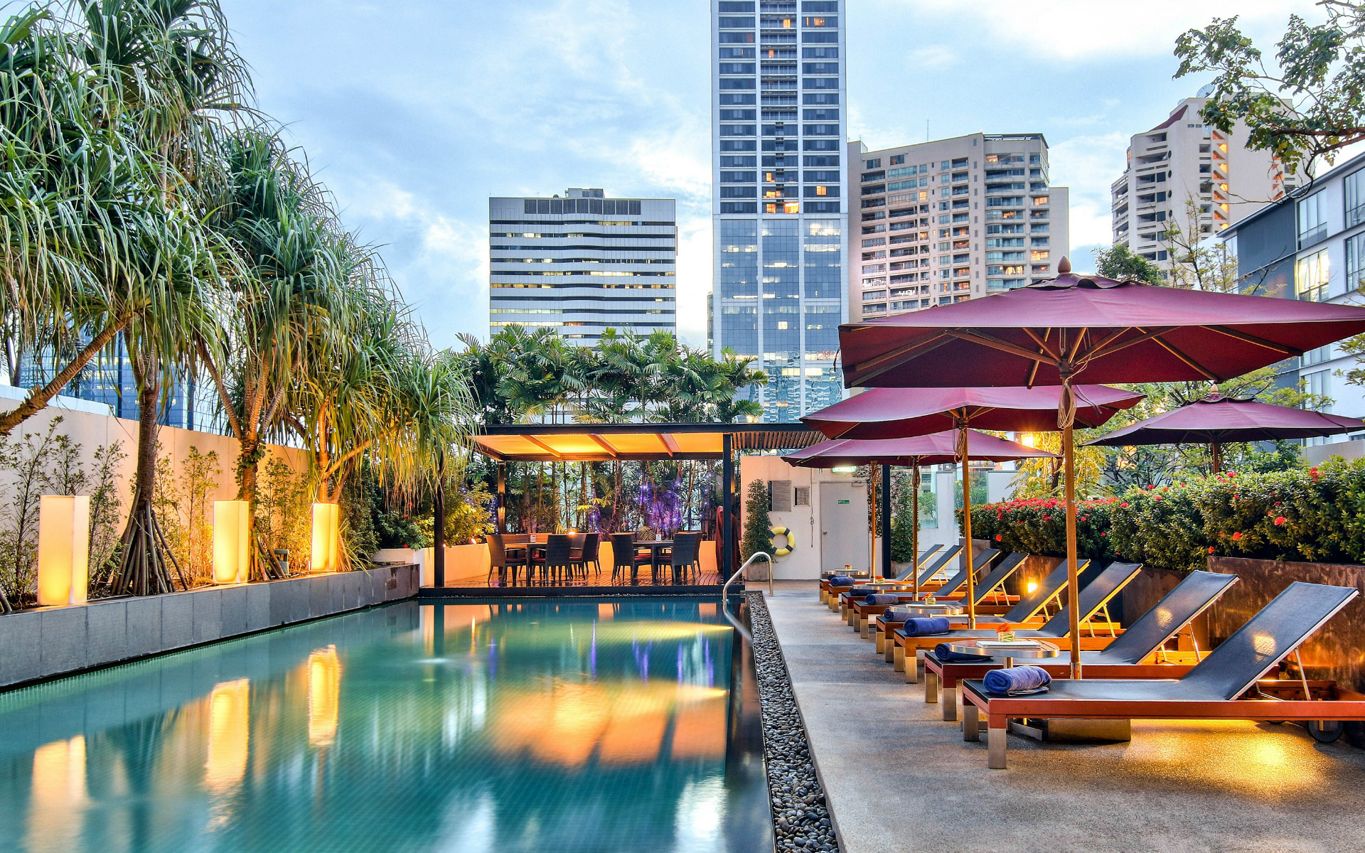 Bangkok hotels in sukhumvit near shopping park plaza for Hotel bangkok