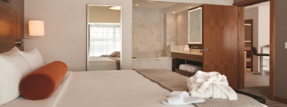 Suite with whirlpool tub