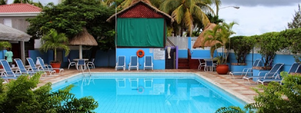 Outdoor swimming pool at our seaside Belizean hotel