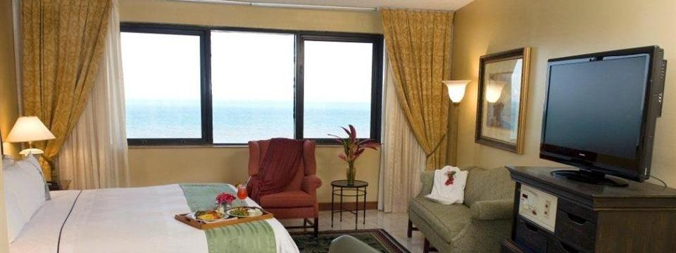 Hotel room with ocean views for business travelers in Belize