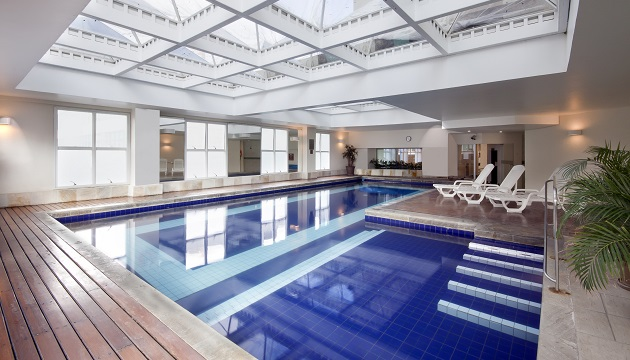 Sparkling blue swimming pool inside Radisson Hotel Alphaville