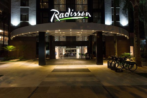 Entrance of the Radisson at night
