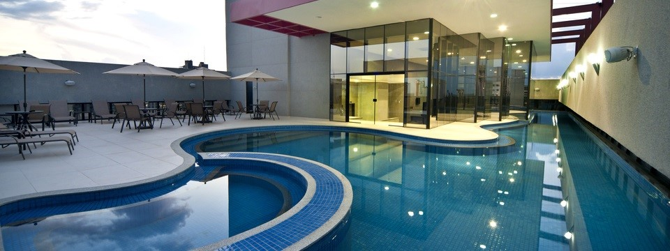 Hotel in Belém with organically shaped outdoor pool