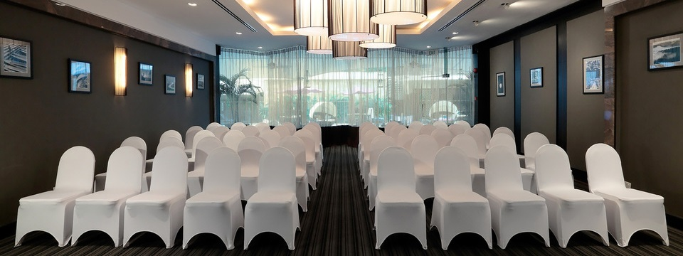Contemporary meeting space at Deals restaurant