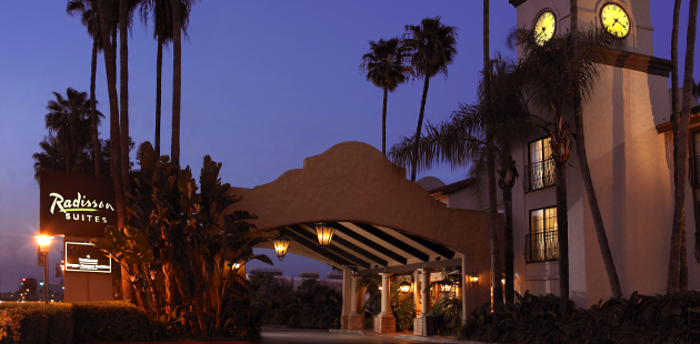Exterior of Radisson Suites Hotel Anaheim - Buena Park at night