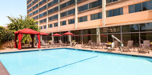 Hotel S Sparkling Outdoor Pool Surrounded By Lounge Chairs Meeting E Near The Usc Campus