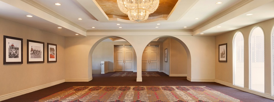 Arched entryway and chandelier