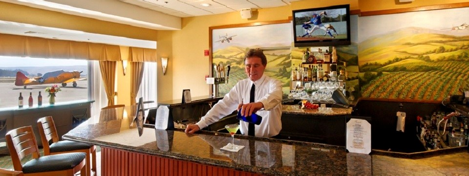 Bartender pouring a drink at the hotel lounge