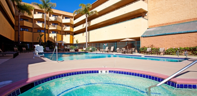 Sparkling outdoor pool and hot tub in Santa Maria