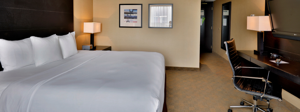 Superior Room with king-size bed and executive work desk