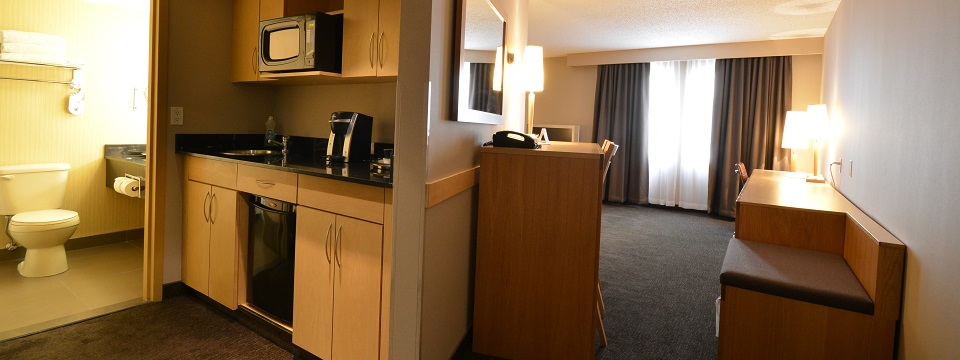 Extended-stay Suite with a kitchenette and living area