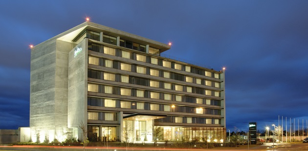 Exterior of the Radisson hotel in Concepción at night