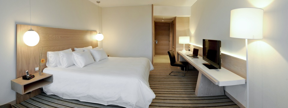 Concepción hotel room with contemporary decor and king bed