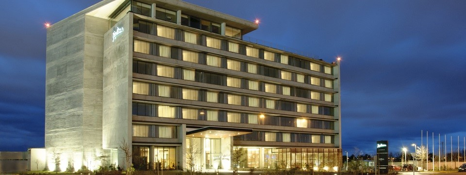 Radisson hotel in Concepción with exterior up-lighting