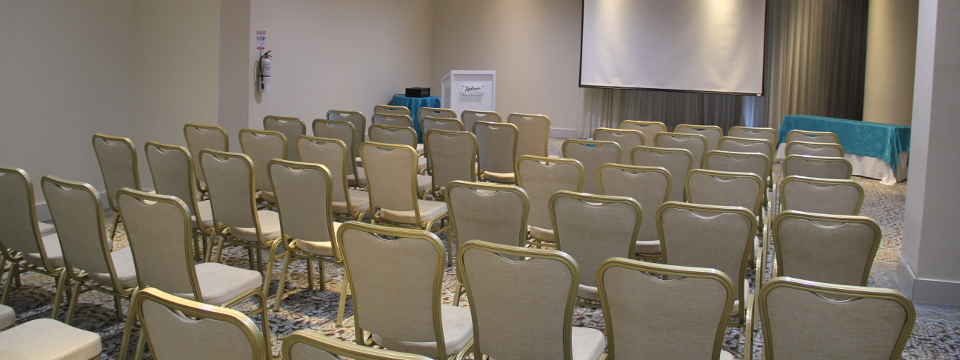 Laguna meeting room with classroom seating and projector screen