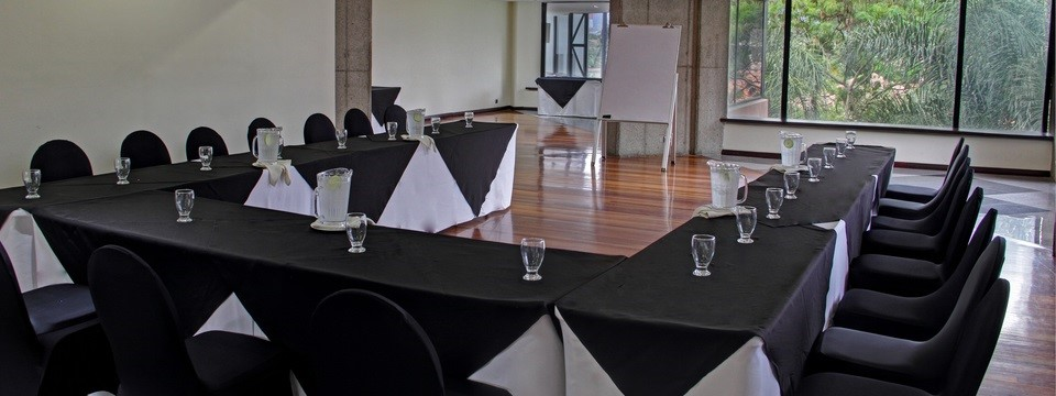 Meeting room with tables and chairs in a u-shape arrangement